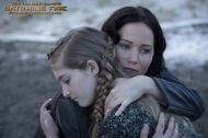 (CATCHING FIRE) New Still of Katniss & Prim!