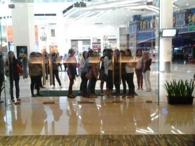 Tributes menunggu pintu XXI dibuka & pembukaan loket #NonbarIHG2
