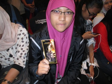 Wuiiih, dapet merchandise NECA Catching Fire nih pas pop-up quiz! #NonbarIHG2