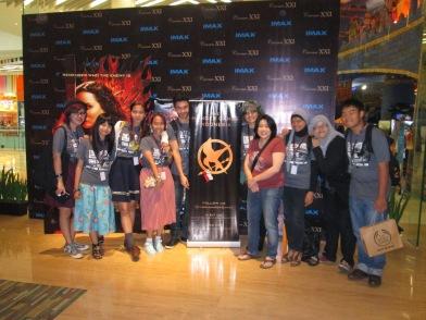 Gamemakers IHG foto bareng Penerjemah Trilogi The Hunger Games, mbak Hetih Rusli #NonbarIHG2