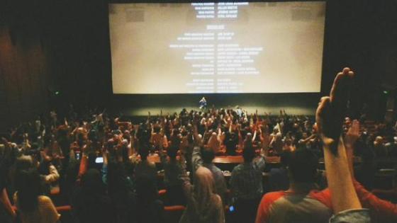 Balasan salam tiga jari dari Tributes yang bikin merinding satu bioskop (via @farrrshan)