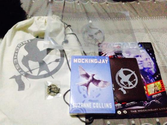 Isi Goodie Bag #NonbarIHG3 (minus buku Mockingjay dan pin Catching Fire - hadiah pop-quiz) (via @rakha9912)