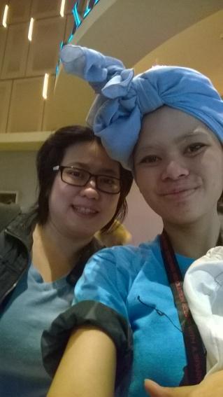 Gamemaker Effie selfie bareng mbak Hetih, penerjemah Indonesia untuk trilogi The Hunger Games, di #NonbarIHG3. Tributes pada sempat minta tandatangan dan foto nggak? ;)